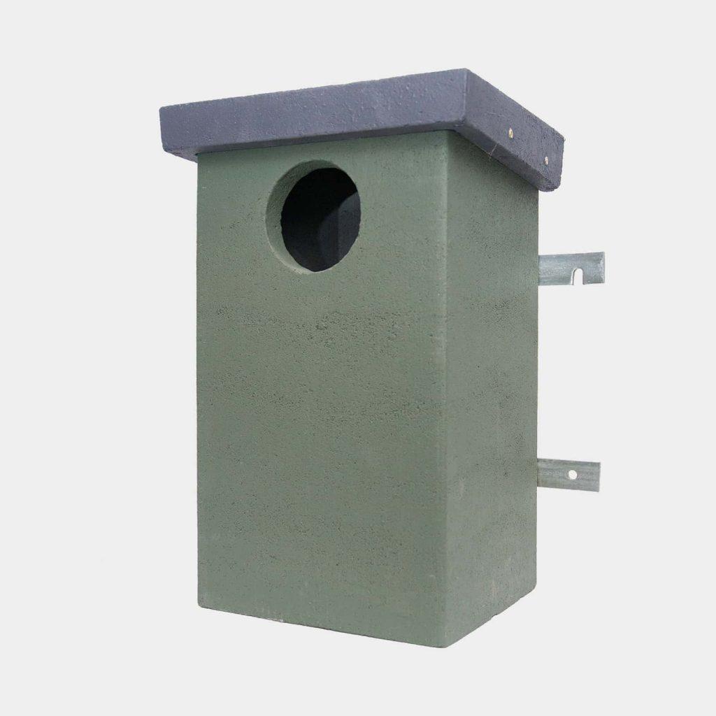 Betonowa budka dla kawki ptasi dom